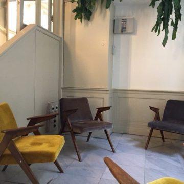 Voor kantoor In Amsterdam stoelen gestoffeerd in mooie velours